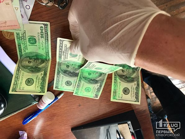 Порно юные лижут жопу и сосут член за деньги