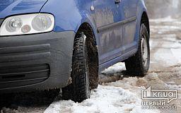 Трассу Днепр-Кривой Рог расчищают от обильных снегопадов
