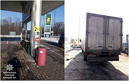 В Кривом Роге грузовик врезался в колонну на АЗС