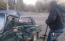 В Кривом Роге ВАЗ не уступил дорогу другому авто, водитель госпитализирован
