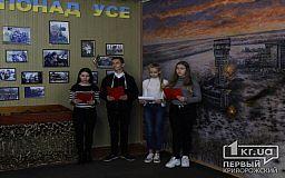 Флаги, фото и боеприпасы с передовой: в одной из криворожских школ ученики изучают современную историю в музейной комнате АТО