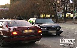 На перекрестке в Кривом Роге случилось ДТП без пострадавших