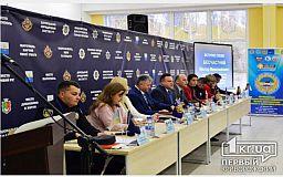 Українці гинуть у ДТП частіше, ніж європейці: ситуацію на дорогах обговорили у криворізькому ВНЗ системи МВС