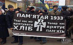 Мовчазна хода і покладання квітів, - у Кривому Розі вшанують мільйони українців, загиблих під час Голодоморів