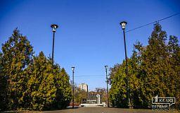 В сквере возле памятного знака жертвам Голодомора территорию озеленяло КП «Сансервис»