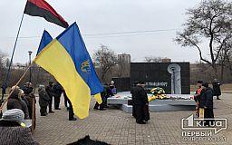 Криворіжці провели панахиду та поклали квіти до пам'ятника жертвам Голодоморів