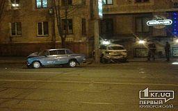 В Кривом Роге паркетник в результате ДТП вылетел на тротуар