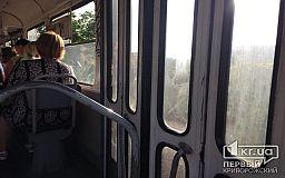 Криворожанка поскользнулась на ступеньках трамвая и сломала копчик