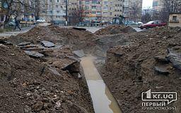 А воз и ныне там: в одном из криворожских дворов больше недели из-под земли «шурует» горячая вода