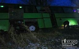 Под Кривым Рогом пассажирский автобус слетел в кювет