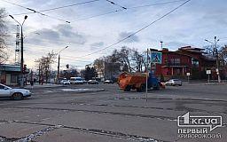 Для борьбы с последствиями снегопадов в Кривом Роге подготовили 100 единиц спецтехники
