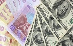 В банках переизбыток долларов и евро, а гривна — в дефиците