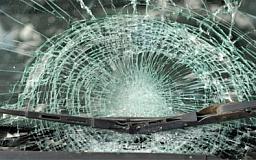 «Свидетели событий»: В Кривом Роге неизвестные молотком и топором разбили иномарку