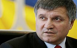 Аваков попросит Порошенко перевести армию полностью на контрактную основу
