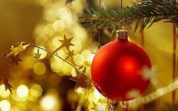 Безпечне свято: встановлюйте новорічну ялинку подалі від обігрівача та прикрашайте лише заводськими гірляндами
