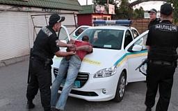 Криворожские правоохранители задержали местного жителя, регулярно грабившего рынок «Терминал»