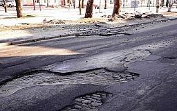 На Дніпропетровщині відремонтують найбільш ушкоджені ділянки близько 50 доріг державного та місцевого значення, серед них траса Кривий Ріг - Кіровоград