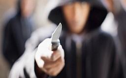 В Кривом Роге грабитель с ножом ворвался в припаркованное авто