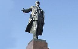 Под Кривым Рогом снесли еще один памятник Ленину