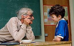 С учителями пенсионного возраста будут заключать годичные контракты