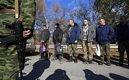 Київ обмінявся заручниками з бойовиками. Серед звільнених є криворіжці