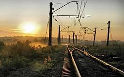 Смерть на железной дороге: Недалеко от Кривого Рога автомобиль выехал прямо под колеса товарняка