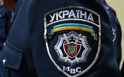 На Днепропетровщине в Дни флага и независимости Украины милиционеры охраняют общественный порядок с желто-голубыми лентами