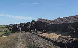 На Приднепровской железной дороге сошли с рельсов 13 вагонов с зерном