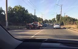 ДТП в Кривом Роге: В результате небезопасного маневра Peugeot наехал на электроопору