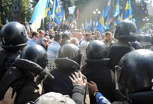 Возле Верховной Рады прогремел взрыв, около 15 пострадавших