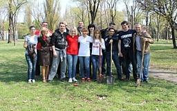По инициативе главы Криворожской «Батьківщини» Бабенко О. В. в Кривом Роге состоялся субботник ко Дню Земли