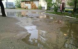 «Свидетели событий»: Возле одного из домов Кривого Рога аварийное состояние придомовой территории