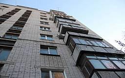 В Кривом Роге с шестого этажа выпал мужчина