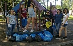 Криворожские активистки убрали парк «Юбилейный»