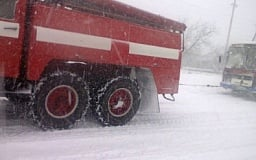 Недалеко от Кривого Рога школьный автобус с детьми попал в снежный плен
