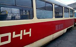 В Кривом Роге двое малолетних забросали камнями скоростной трамвай
