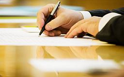Президент підписав Закон про одноразову грошову допомогу волонтерам та добровольцям, які отримали поранення під час участі в АТО