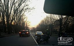 В Кривом Роге случилось ДТП с участием автомобиля Skoda и мотоциклиста