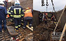 Пожарные спасли криворожанина, которого придавило металлической конструкцией