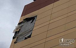 Криворожские спасатели демонтировали разрушенную обшивку с новой многоэтажки