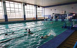Обновленный бассейн и удобные залы: ЦГОК отремонтировал спортшколу в Покровском районе