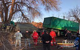 ОНЛАЙН: в Кривом Роге грузовик слетел с моста, есть пострадавшие