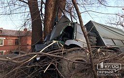 Криворожанина, пострадавшего в ДТП, спасатели достали из кабины грузовика
