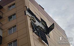 Криворожские чиновники просят АМКР отремонтировать многоэтажку, с которой отпала часть обшивки