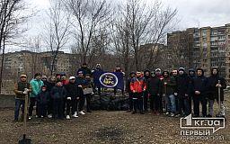 Вооружившись мусорными пакетами и перчатками, криворожские спортсмены и активисты вышли на субботник