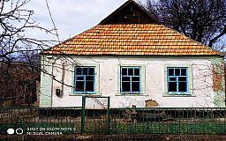 В поселке под Кривым Рогом обнаружили заброшенный дом-«рукавичку», в котором прописан 41 человек