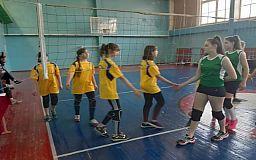 Школьницы из Кривого Рога одержали победу на областной олимпиаде по волейболу
