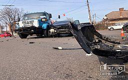 ДТП в Кривом Роге: столкнулись грузовик и Mazda, есть пострадавшие