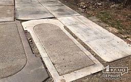 В Кривом Роге на остановке появились надгробные плиты