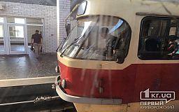 В Кривом Роге отсоединился вагон скоростного трамвая, движение приостановлено
